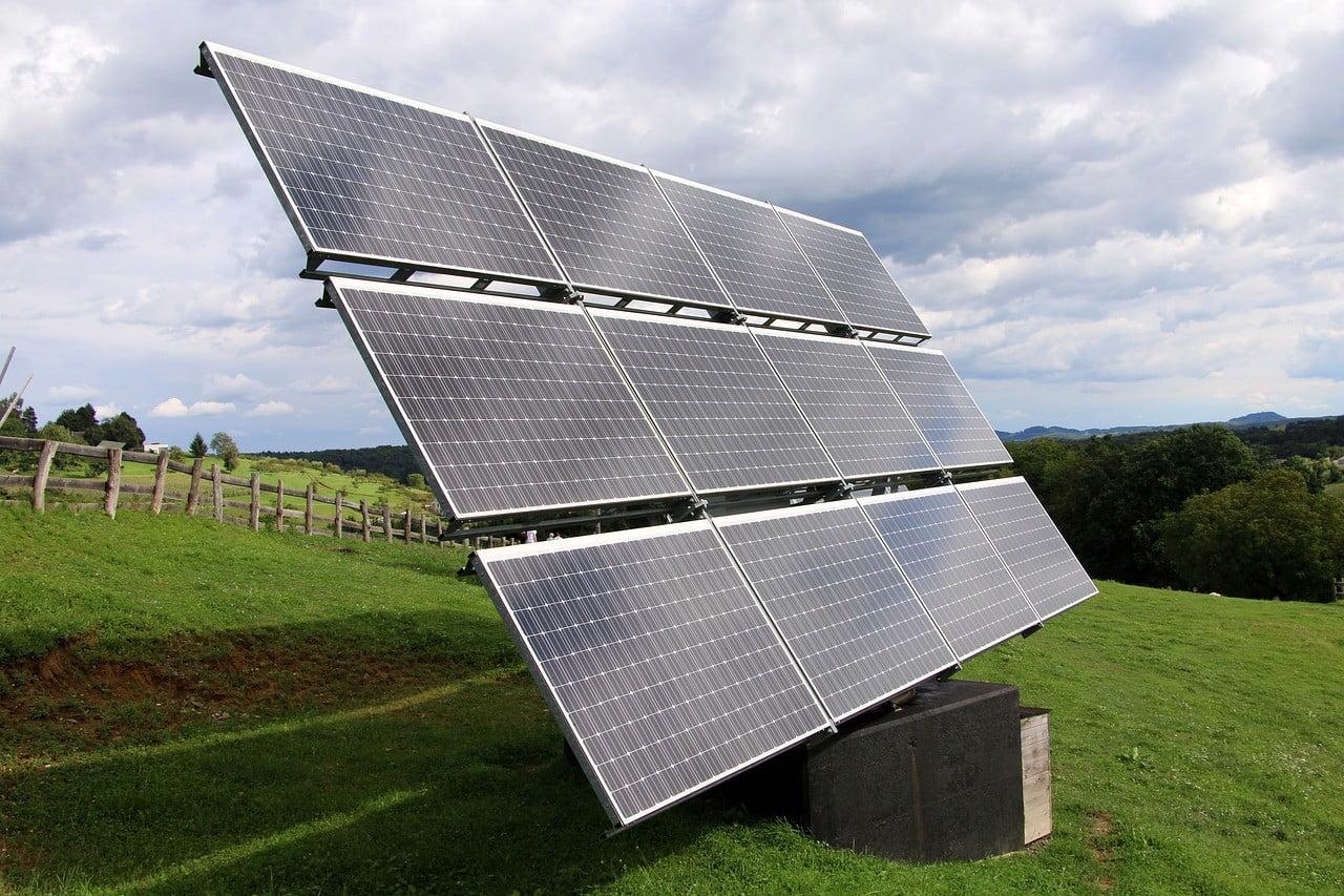 solar power 4843112 1280 Lithium-ion vs Lead-acid Batteries For Your Solar Grid